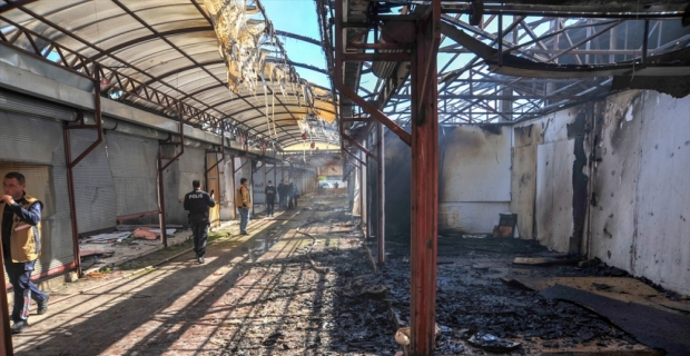 Antalya'da çarşıda çıkan yangında 10 dükkan zarar gördü