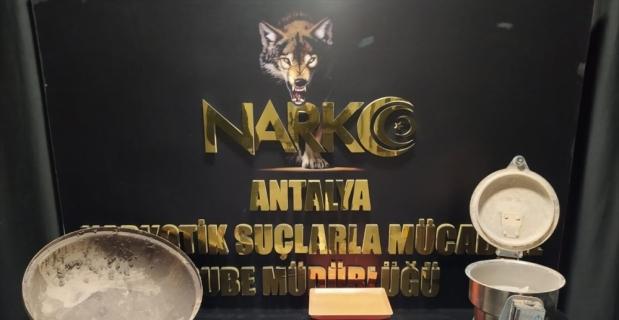 Antalya'da uyuşturucu operasyonlarında yakalanan 3 zanlı tutuklandı