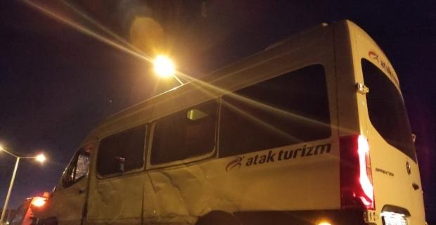 Burdur'da sporcuları taşıyan minibüs direğe çarptı: 7 yaralı
