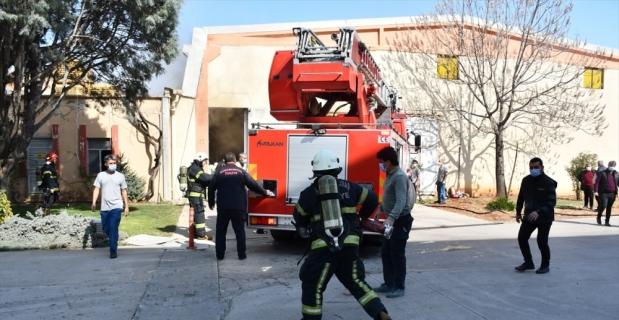 GÜNCELLEME - Kahramanmaraş'ta tekstil fabrikasında çıkan yangın kontrol altına alındı