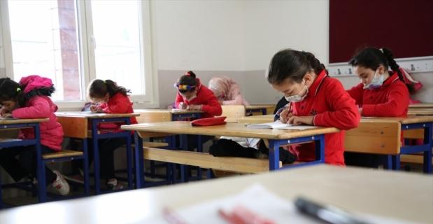 Hatay'daki Reyhanlı Eğitim Köyü'nde Suriyeli çocukların yüz yüze eğitimi başladı