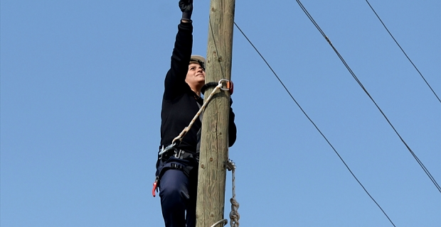 Kahramanmaraş'ta kesintisiz elektrik enerjisi için kadınlardan zorlu mesai