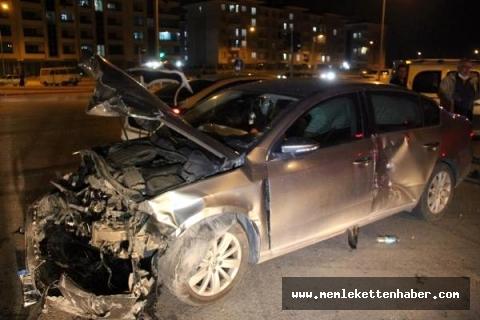 Mersin'de iki otomobil çarpıştı: 3 yaralı