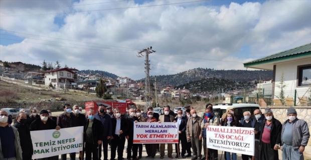 Mersin'de mahallelerine taş ocağı yapılmasını istemeyen gruptan eylem