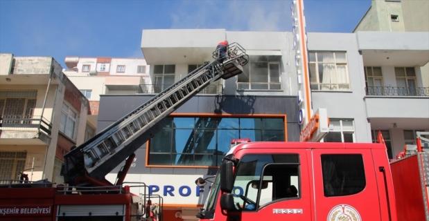 Mersin'de yangın çıkan evdeki anne ve 4 çocuğunu vatandaşlar kurtardı