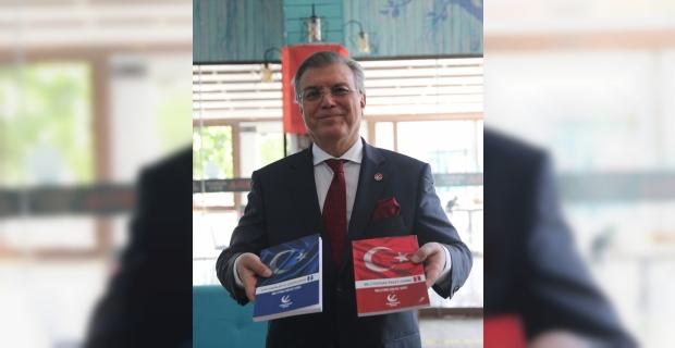 """Yeniden Refah Partisi, """"Milli Kaynaklar Paketlerimiz"""" kitabını Antalya'da anlattı"""