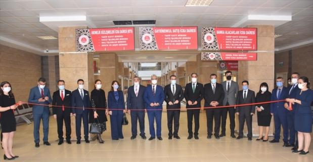 Adana Adalet Sarayı'nın yeni binasına taşınan bazı icra daireleri hizmete açıldı