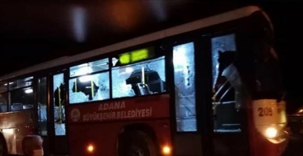 Adana'da belediye otobüsüne taşlı sopalı saldırı: 3 yaralı