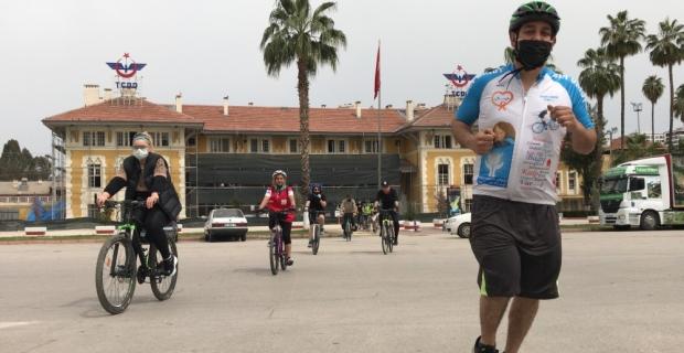 Adana'da bir grup bisiklet kullanıcısı Türk Kızılaya kan ve kök hücre bağışı yaptı