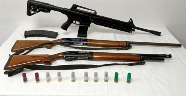 Adana'da ruhsatsız 3 av tüfeği ele geçirildi: 2 gözaltı