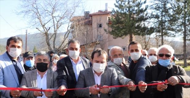 Akseki'de yenilenen halı sahanın açılışı yapıldı