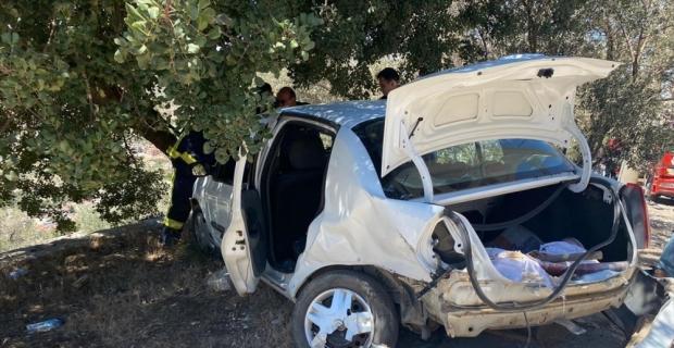 Antalya'da iki otomobil çarpıştı: 3 yaralı