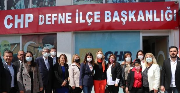 CHP Kadın Kolları Genel Başkanı Nazlıaka, Hatay Büyükşehir Belediye Başkanı Savaş'ı ziyaret etti