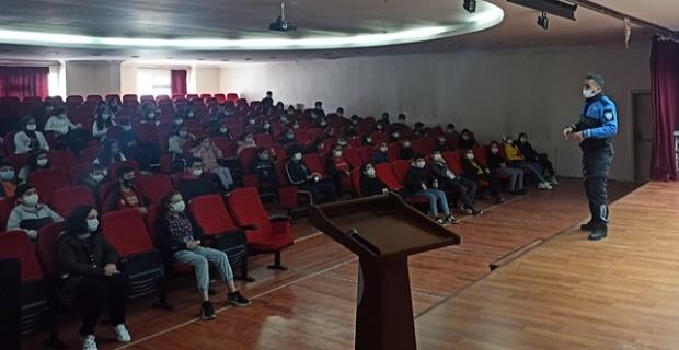 Elbistan'da öğrencilere okul güvenliği polis mesleğinin tanımı anlatıldı