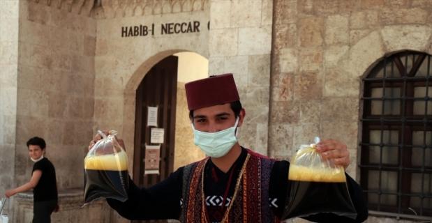 Hatay'da iftar sofralarını meyan şerbeti serinletiyor