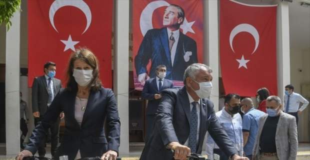 Hollanda'nın Ankara Büyükelçisi Kwaasteniet, Adana Büyükşehir Belediyesini ziyaret etti