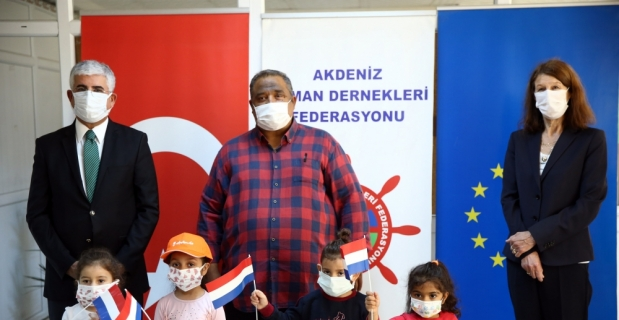 Hollanda'nın Ankara Büyükelçisi Kwaasteniet, Akdeniz Roman Dernekleri Federasyonu'nu ziyaret etti