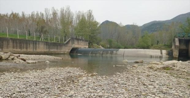 Kahramanmaraş'ta Keşiş Deresi'ndeki balık ölümlerinin nedeni araştırılıyor