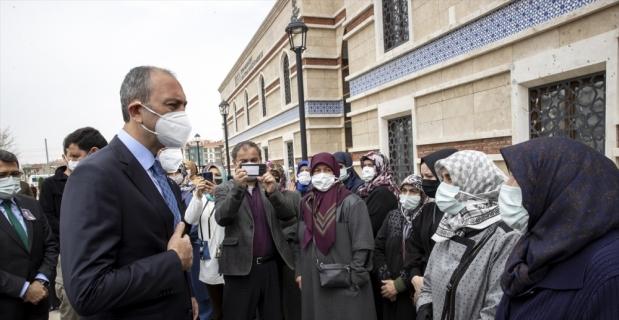 Kovid-19'dan hayatını kaybeden Cumhuriyet Savcısı Boyalı'nın odası mesai arkadaşlarınca güllerle donatıldı
