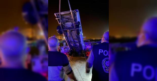 Mersin'de denize düşen kamyonetteki 2 kişiden biri hayatını kaybetti