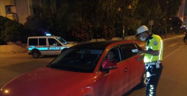 Emniyet kemeri takmayan ve telefonla konuşan 379 sürücüye para cezası kesildi