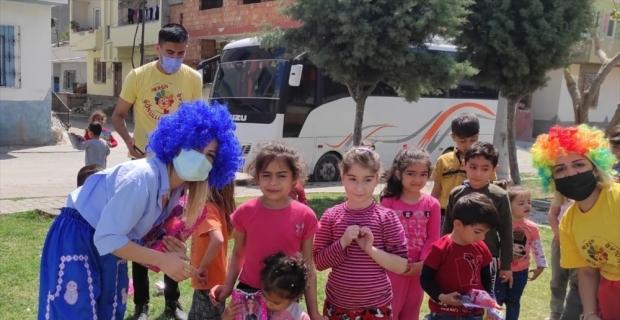Mersin'de Kovid-19 nedeniyle 23 Nisan'ı buruk karşılayan çocukların yüzünü