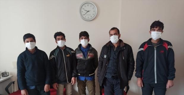 Osmaniye'de otobüste yurda yasa dışı yollarla girdiği belirlenen 5 Afganistanlı yakalandı