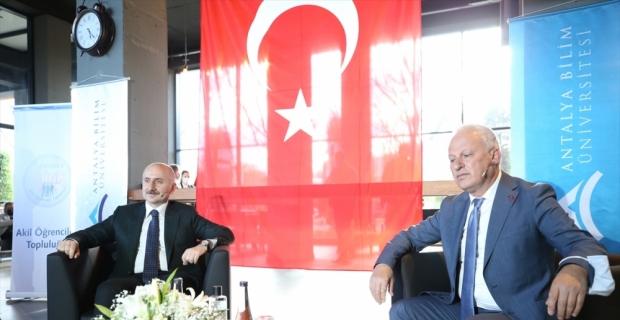 Ulaştırma ve Altyapı Bakanı Karaismailoğlu, Antalya'da üniversite öğrencileriyle bir araya geldi