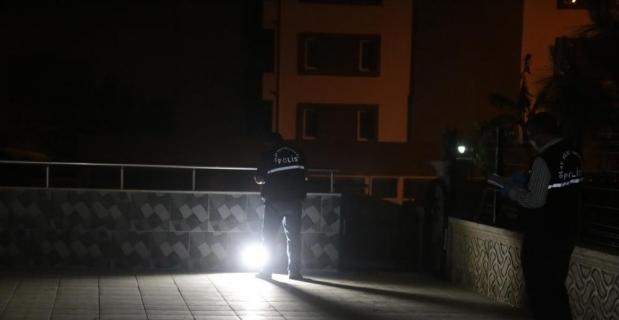 Adana'da apartman bahçesinde bıçaklanan iki kardeş hastaneye kaldırıldı