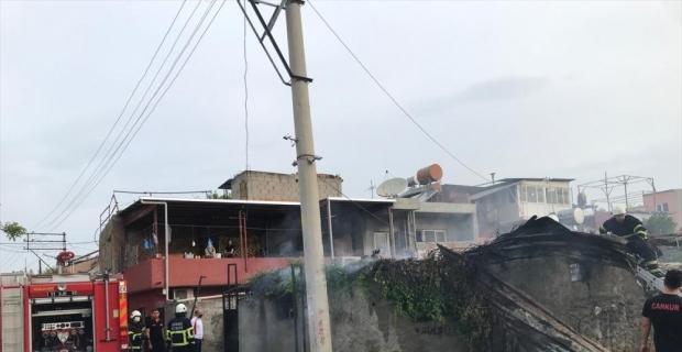 Adana'da bir eve ait depoda çıkan yangın hasara neden oldu
