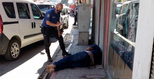 Adana'da çıkan bıçaklı kavgada 2 kardeş ve bir polis yaralandı