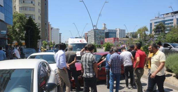 Adana'da iki otomobilin çarpıştığı kazada 1 kişi yaralandı