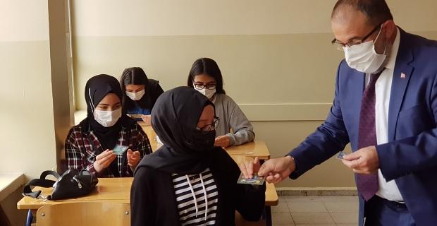Afşin Belediyesi'nden lise son sınıf öğrencilere destek