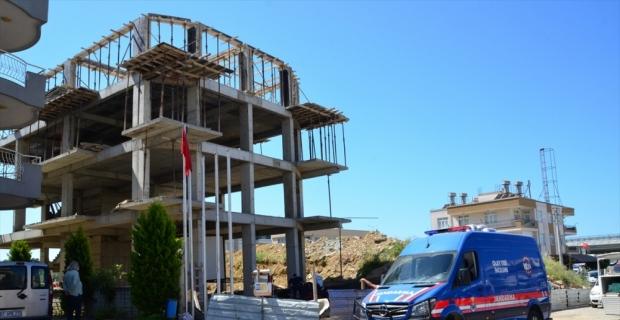Antalya'da çalıştığı inşaatın üçüncü katından düşen işçi öldü