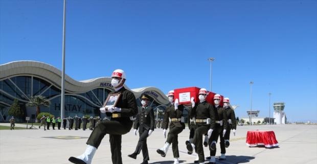 Bahar Kalkanı Harekat bölgesinde şehit olan Piyade Teğmen Alp'in cenazesi memleketine uğurlandı