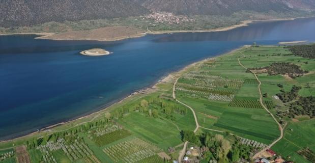Gölün ortasındaki Mada'nın Yörük sakinleri Kovid-19'dan uzak izole yaşıyorlar