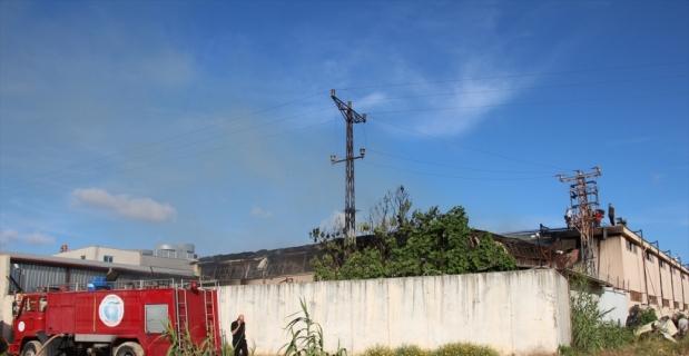 Antalya'da bir depoda çıkan yangın itfaiye ekiplerince söndürüldü