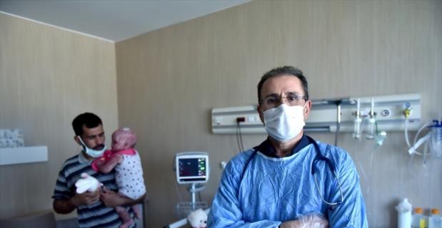 İdlib'de çadır kent yangınından kurtarılan Delal bebek Mersin'de sağlığına kavuştu