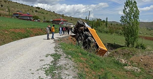 Kahramanmaraş'ta kaya yüklü kamyon devrildi: 1 yaralı