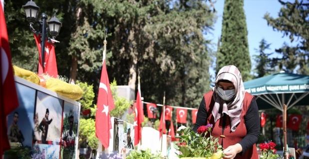 Mersin'deki şehitlikte hüzünlü Ramazan Bayramı arifesi