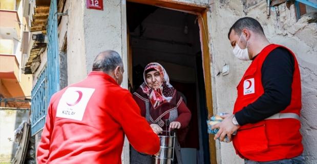 Türkiye'nin kardeşlik eli ramazan yardımlarıyla dünyaya ulaşıyor