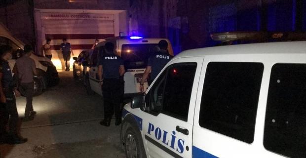 Adana'da otomobille polisten kaçmaya çalışan iki şüpheli kovalamacayla yakalandı