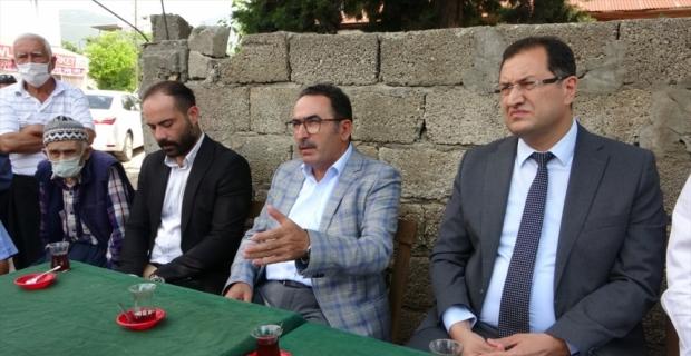 AK Parti Adana Milletvekili Abdullah Doğru, Kozan'da yağıştan olumsuz etkilenen bölgeleri inceledi