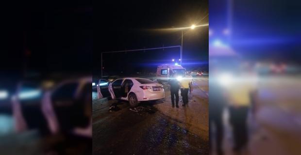 Antalya'da 2 kişinin yaralandığı trafik kazası güvenlik kamerasında