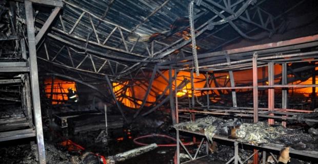 Antalya'da cam fabrikasının deposunda çıkan yangın söndürüldü