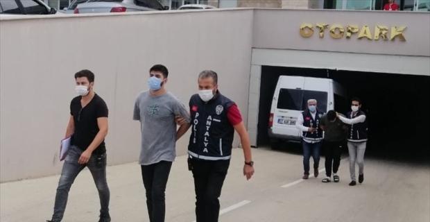 Antalya'da galericiyi silahla öldürdüğü iddiasıyla iki kişi gözaltına alındı