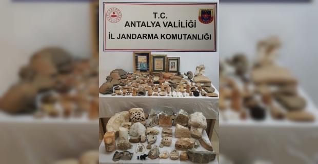 Antalya'da Likya ve Roma dönemine ait olduğu değerlendirilen 274 tarihi eser ele geçirildi