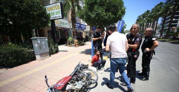 Antalya'da polisten kaçan hırsızlık şüphelisi kaza yapınca yakalandı