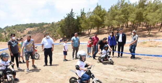 Kumluca'da geleceğin motokrosçuları için eğitim düzenlendi