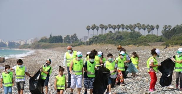 Mersin kumsalları anaç deniz kaplumbağaları için temizleniyor